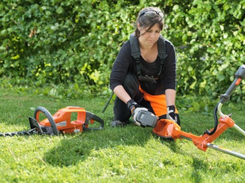 Battery vs. Petrol Grass Trimmers: Which is the Best Choice for You?